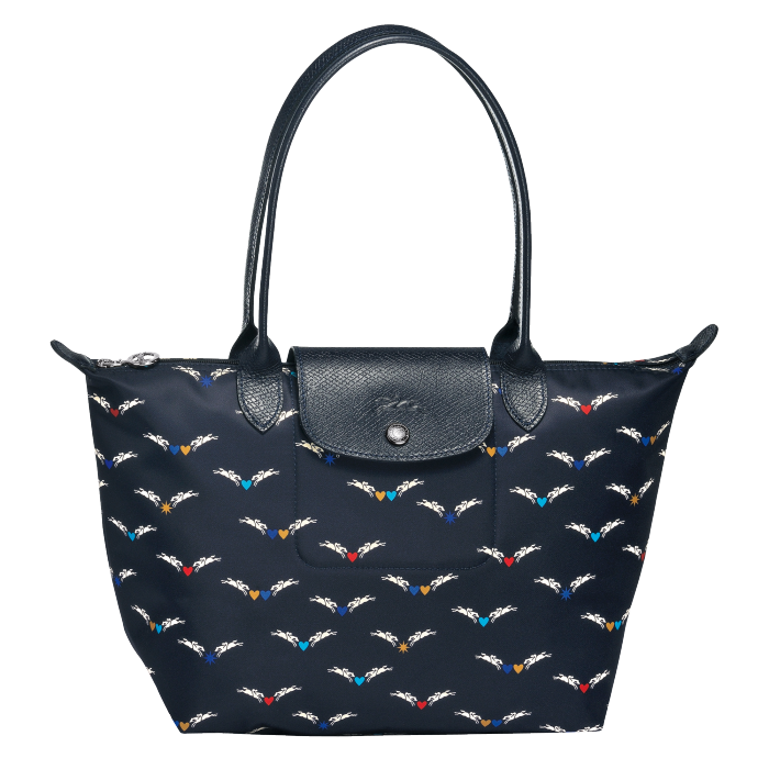 http://share-eu.longchamp.com/sites/share/files/catalog/17H/L1899663006/0/700/product_search/longchamp_tote_bag_l_le_pliage_chevaux_ailes_L1899663006_0.png