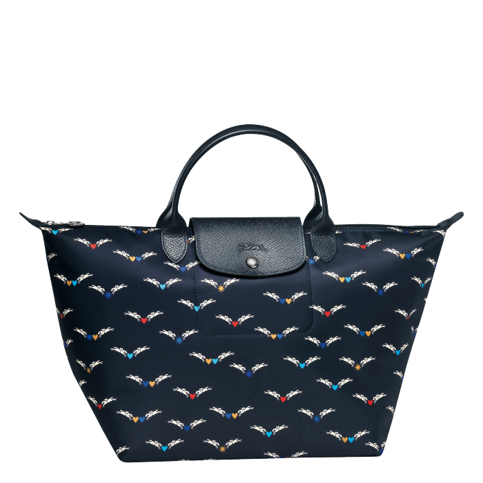 http://share-eu.longchamp.com/sites/share/files/catalog/17H/L1623663006/0/700/product_search/longchamp_top-handle_m_le_pliage_chevaux_ailes_L1623663006_0.png